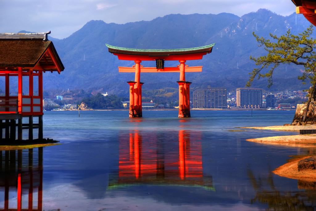 torii gate miyajima