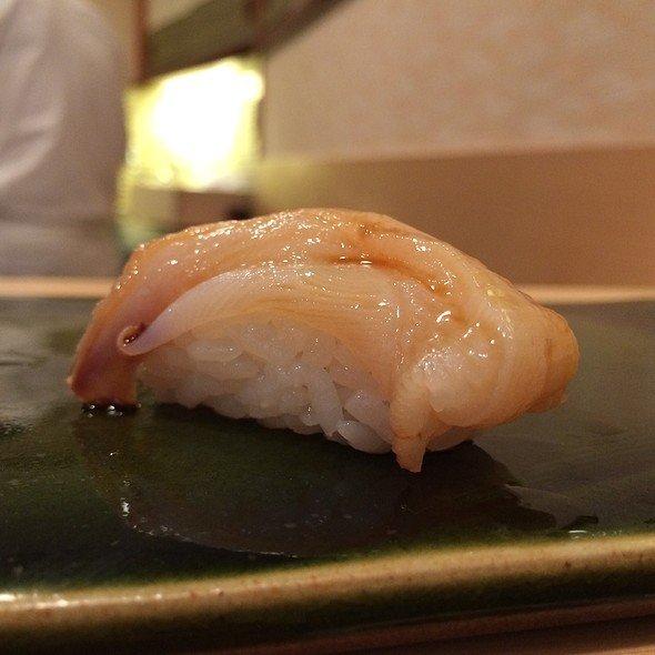 Hidangan Sushi Yang Kembali Hidup Ketika Ingin Dimakan
