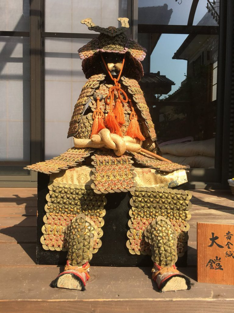 Baju Samurai Yang Terbuat Dari Pecahan Koin 5 Yen