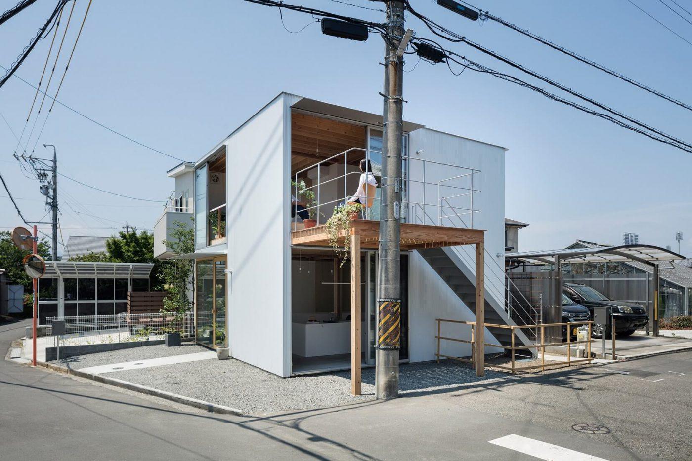 Simpel Dan Unik Desain Rumah Toko Dari Studio Arsitek Suzuki