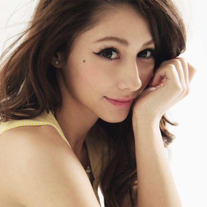 Model Cantik Akemi Darenogare Ungkap Kriteria Pria Idaman Dirinya !